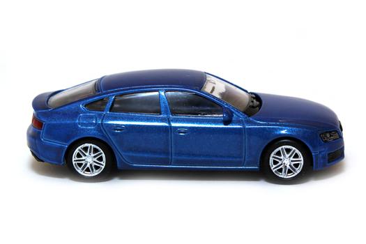 Модель машины AUDI A5 1:64