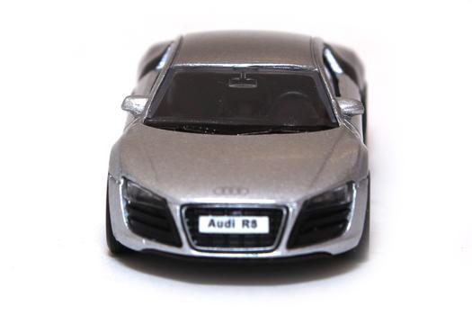 Модель машины AUDI R8 1:64