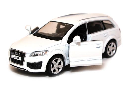 Модель машины AUDI Q7
